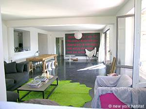 5 Bedroom Rental in Provence Luberon living room
