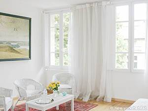 South of France bed and Breakfast Accommodation: Hosted 4 Bedroom in Avignon (PR-325)