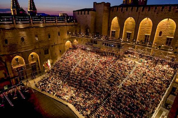 A picture of a theater show at the Palace of the Popes for the Festival dAvignon