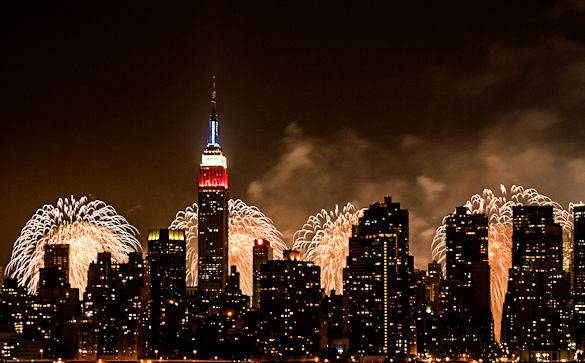 A picture of 4th of July fireworks and the NYC skyline