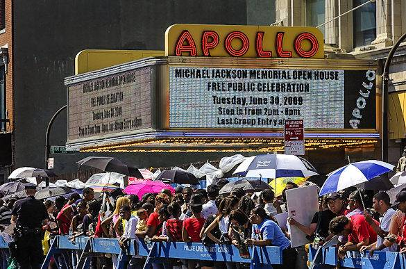 A picture of a crowd outside New York Citys Apollo Theater in Harlem 
