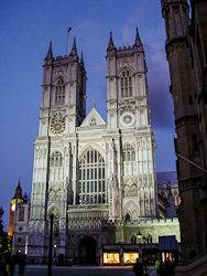 Image of the western façade of Westminster Abbey at night