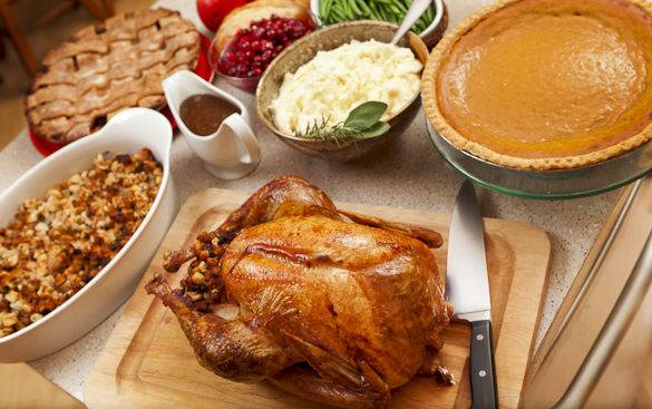 Picture of a traditional Thanksgiving dinner with turkey and side dishes