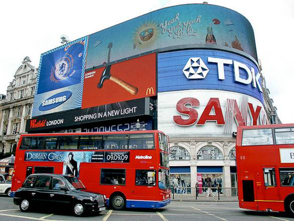 Image of Piccadilly Circus in London