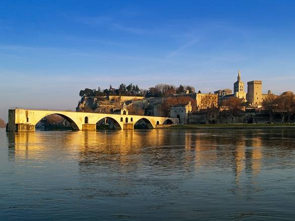 Picture of Avignon and the Pont d'Avignon in winter