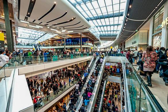 Picture of shoppers at London's Westfield Stratford City mall
