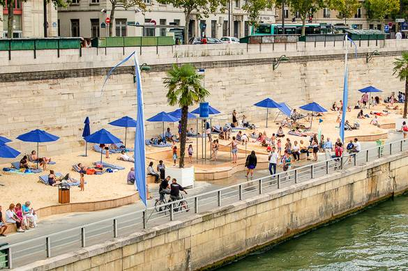 Image of the Paris Plages next to the Seine River