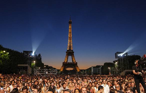 Picture of a concert near the Eiffel Tower in Paris in summer