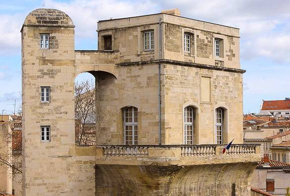Image of an old French building in Montpellier's Ecusson