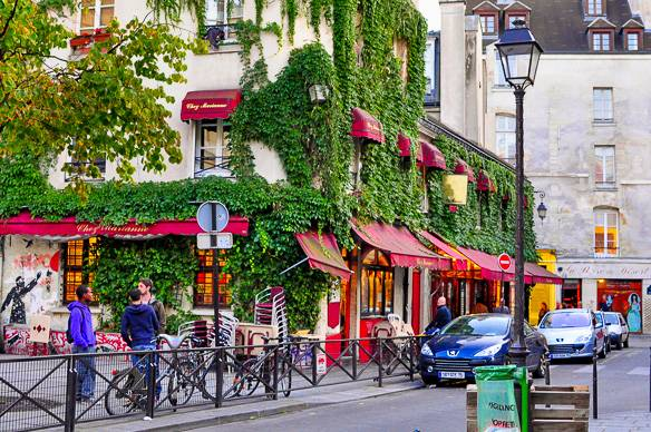 Picture of a typical street in the heart of Le Marais