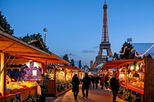 Picture of the Eiffel Tower and a Christmas market. Photo by Jean-Pierre Dalbéra.
