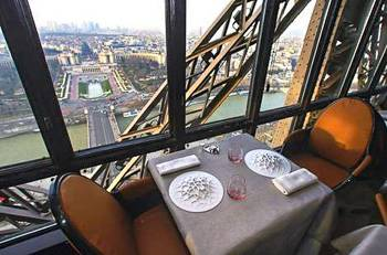 Picture of the Eiffel Tower's restaurant Le Jules Verne in Paris