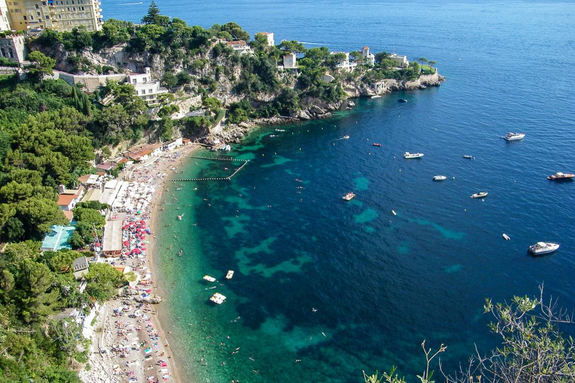 Image of the Cap d'Ail beach: one of the prettiest in the South of France