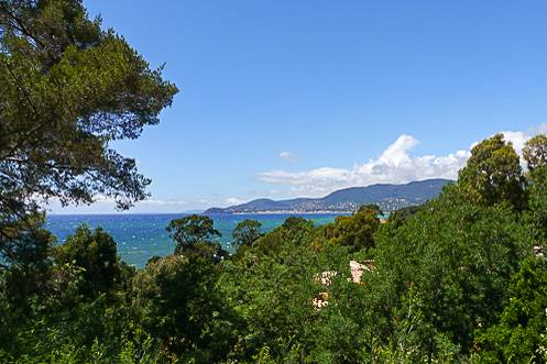 Image of the ocean view from a villa in La Croix Valmer