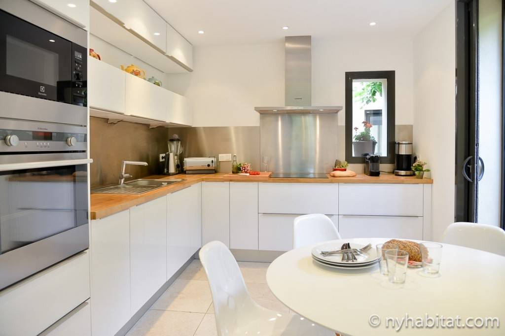 Image of the kitchen in Villa Cézanne