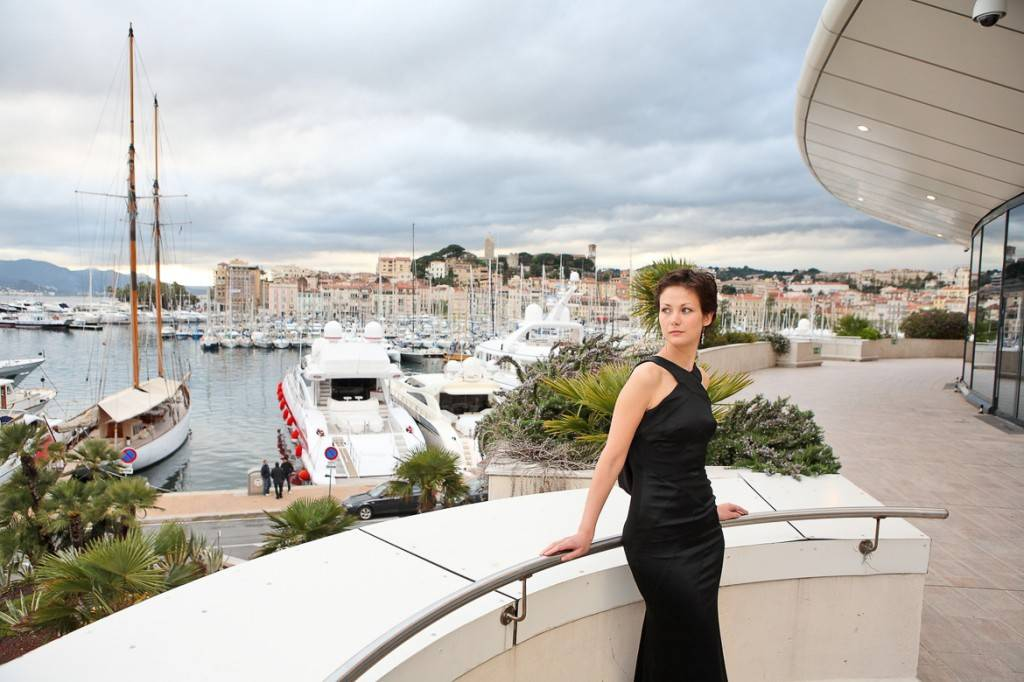 Image of a model on the balcony of the Palais des Festivals in Cannes