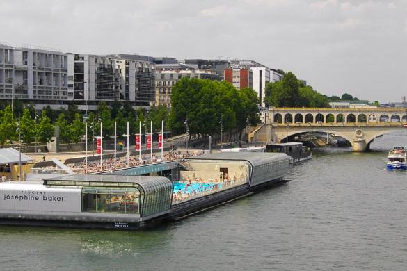 Best places to swim in paris new york habitat blog for Floating swimming pool paris