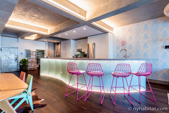 image of studio apartment NY-16941 and its curved kitchen countertop doubling as a bar