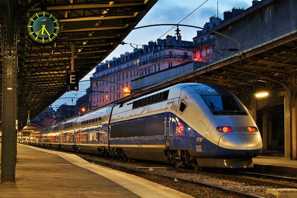 Image of SNCF train in a Paris train station