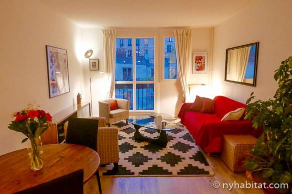 Image of living room of PA-4697 in Montmartre with balcony