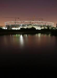 Das Londoner Olympiastadion im Bau