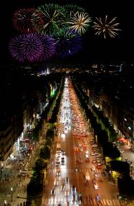 Das Feuerwerk auf der Champs-Elyses zu Silvester