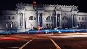 Die MET nachts auf der Museumsmeile