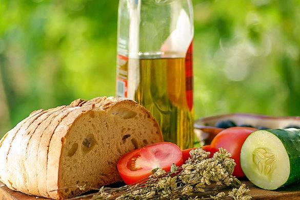 Foto von provenzalischem Essen auf einem Tisch