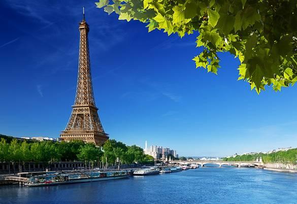 Bild des Eiffelturms in Paris zur Sommerzeit