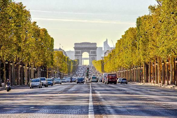 Blick auf die Champs Elysées in Paris