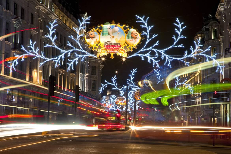 Die Londoner Straßen leuchten in der Weihnachtszeit