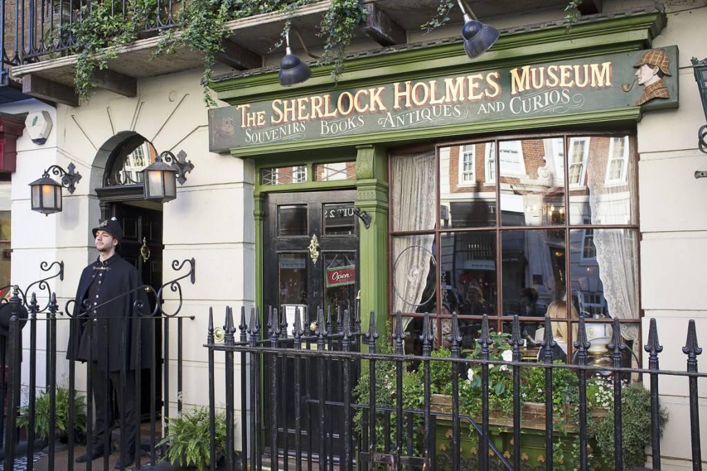 Bild des Sherlock Holmes Museums von außen auf der Baker Street, London