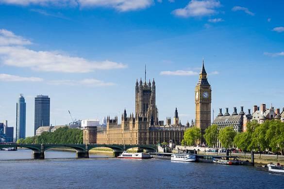 Bild der Themse mit Big Ben und dem Parlamentsgebäude im Hintergrund