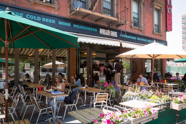 Foto von der Außenterrasse des Harlem Shake Diners