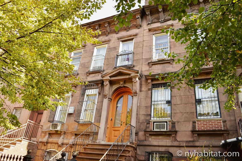 Foto der Fassade des Gebäudes von NY- 16194