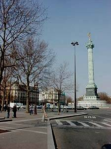 Tourisme et loisirs à Paris. Photo de la Colonne de Juillet, place de la Bastille.