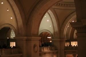 Tourisme et loisirs à New York. Photo du hall d'entrée du Metropolitan Museum.