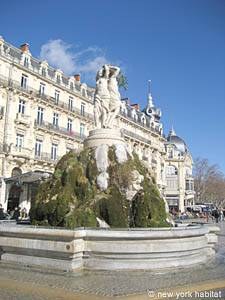 Tourisme et loisirs dans le sud de la France. Photo de la place de la Comedie à Montpellier.
