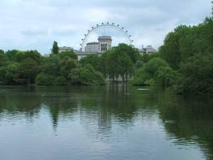 Vue du London Eye et Horse Guards depuis St. James Park
