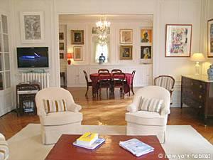 Location meublée à Paris. Photo d'un appartement T3 à Port Royal, Saint Michel (PA-3703)