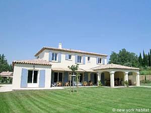 Location de vacances dans le Sud de la France. Photo d'une villa T5 à Saint Rémy de Provence, Alpilles (PR-557)