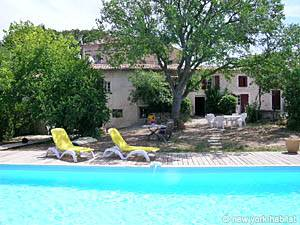 Bed and breakfast dans le sud de la France. Photo d'un appartement T1 à Meyreuil, Aix en Provence (PR-662)