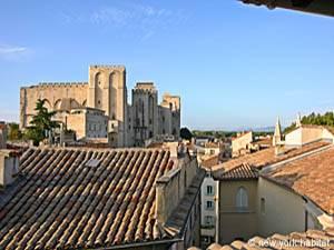Location de vacances dans le sud de la France. Vue de la terrasse d'un appartement T3 à Avignon (PR-615)