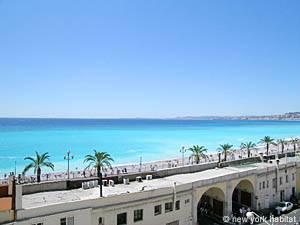 Location de vacances dans le sud de la France. Photo de la vue d'un appartement T4 à Nice, Côte d'Azur (PR-545)