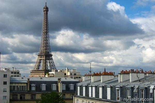 Photo de la tour Eiffel prise d'un appartement T2 aux Invalides