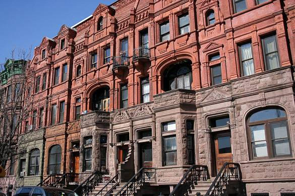 Photo de brownstones dans le quartier de Harlem à Manhattan