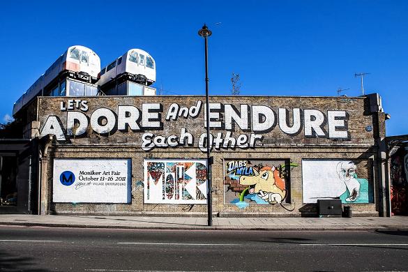 Photo de street art sur un bâtiment