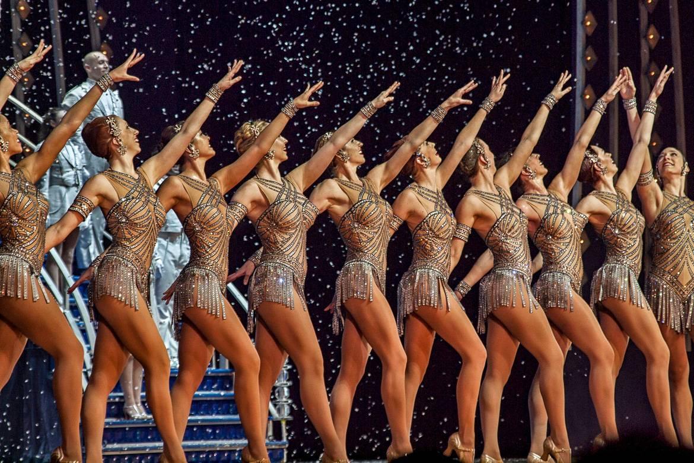 Photo de la représentation des Rockettes durant le spectacle Christmas Spectacular au Radio City Music Hall