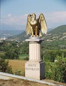 Un'aquila indica la via seguita da Napoleone