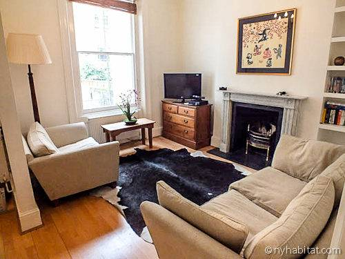 Salotto intimo e raccolto nell'appartamento con una camera da letto a Kensington (Londra)
